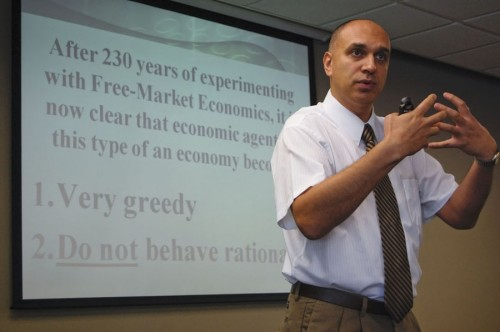 """Motivational factors behind a free market economy was the concept explained by Omid Furutan during his lecture """"The Network of Economics."""" Economic agents are fueled by their greed and desire to fulfill their own wants and needs. This leads to societies that are centered on economic division and small numbers of wealthy people who control country's wealth. Through different historical people, Furutan was able to provide evidence to support his lecture. The lecture was held Monday in the President's Dining Room. / photo by Christopher Guzman"""
