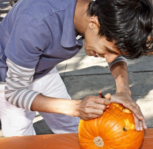 ELS student Faisal Zhrang carves his pumpkin. / photo by Stephanie Arellanes