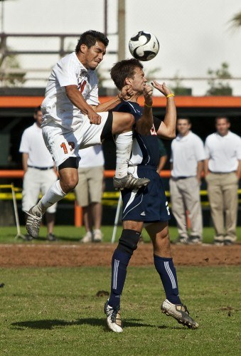 La Verne senior Nahavi Mendoza goes up for a header against Pomona-Pitzer's Alec Larson. On Saturday the Leopards dropped the game to the Sagehens. With the loss the Leopards missed the playoffs by one game and end their season with an overall record of 6-10-1. / photo by Garrett Gutierrez