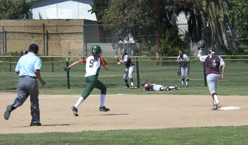 La Verne first baseman Amanda Hastings runs to first after a ground ball hit up the middle by Dee Dee Burns. Hastings, a sophomore, went on to score a run in the second game of a doubleheader Saturday at Wheeler Park. The Leopards lost both games to the Bulldogs, 5-2 in the first and 11-8 in the second. La Verne will host Pomona-Pitzer in its final home contest at 2 p.m. tomorrow. / photo by Warren Bessant