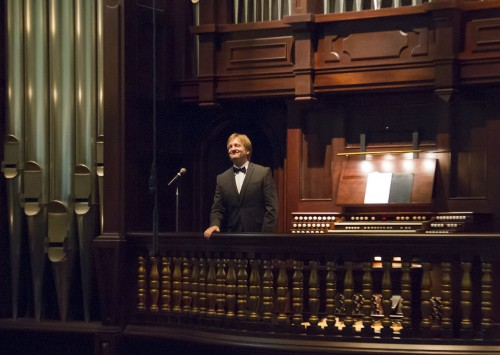"""Douglas Cleveland performed at the Mabel Shaw Bridges Hall of Music at Pomona College on Sunday. Cleveland opened the performance with """"Preludium in G Major"""" by Nicolaus Bruhns. He teaches organ at the University of Washington. / photo by Ryan Gann"""