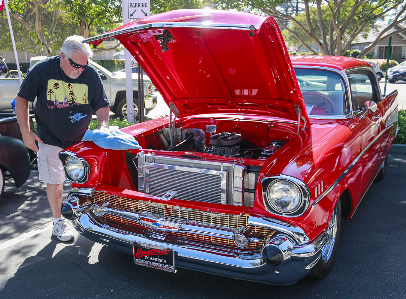 Classic cars cruise into downtown La Verne | Campus Times