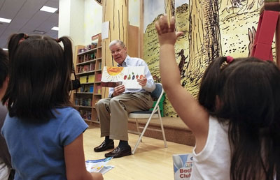 University La Verne President Stephen Morgan visited Barnes & Noble in Montclair Wednesday night to conduct story time for more than 15 energetic children and their parents. He visited to promote a week-long book fair at Barnes & Noble as a fundraiser for ULV. Customers may designate a percentage of their purchase to benefit either the Literacy Center or the child care program. / photo by Stephanie Arellanes