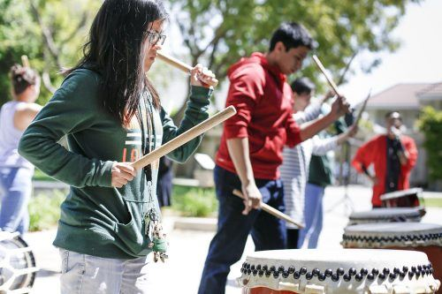 Freshman Tianna Cano was one of many volunteers who participated in the Cherry Blossom Festival activities held in Sneaky Park Tuesday. The main event featured lessons in Taiko drumming, directed by Tom Kurai from the Taiko Center of Los Angeles and was hosted by the Japan Daisuki club and the International Students Organization. / photo by Cierra Boess