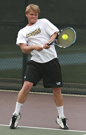 Returning with a backhand, Richard Delgado won his doubles match with partner Mario Backes on Saturday at the Pauley Tennis Complex in Claremont. The Leopards beat the Caltech Beavers, 7-2, in their final match of the SCIAC Championships. The Leopards begin the Ojai Tournament on Friday. / photo by Courtney Droke