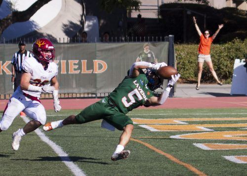 La Verne junior wide receiver Nathaniel Sagastume catches the walk-off touchdown over Claremont-Mudd-Scripps freshman defensive back Stiles Satterlee on Saturday at Ortmayer Stadium. Sagastume also scored on a crucial two-point conversion. / photo by Nathan Hua